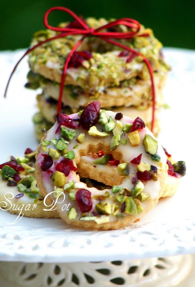 lemon-pistachio-wreath